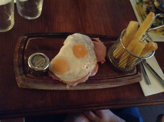 Hamstead Marshall, UK: ham egg and chips