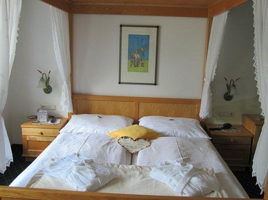 Hotel Mandl & Scheiblechner: Four-Poster Bed