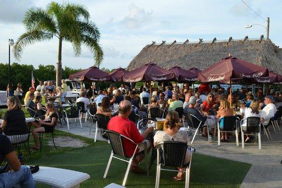 Miceli's Restaurant : Friday night crowd enjoying good food and music.