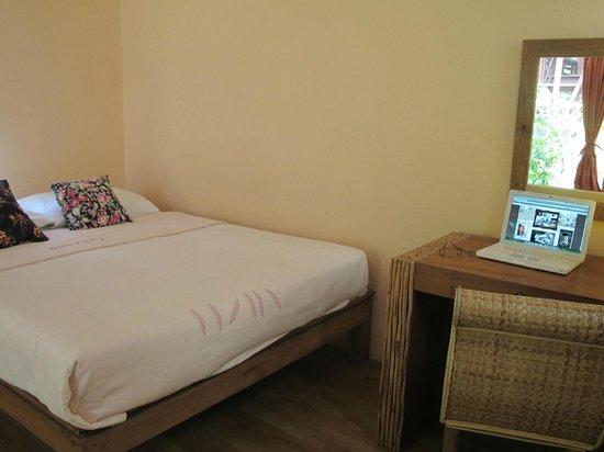 Baan SongJum Wat Ket: A/C Room