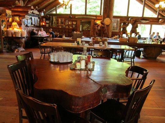 Camp 18 Gift Shop & Restaurant : Great atmoshere