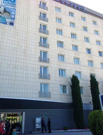 Novotel Barcelona Sant Joan Despi: Front of hotel