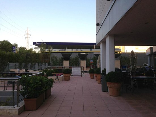 Novotel Barcelona Sant Joan Despi: Outside area