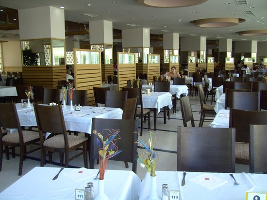 Hotel Riu Helios: Main dining room