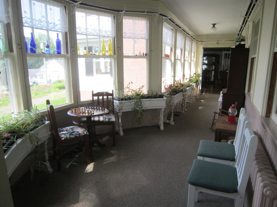 The Brewster Inn: Front Hallway overlooking entrance