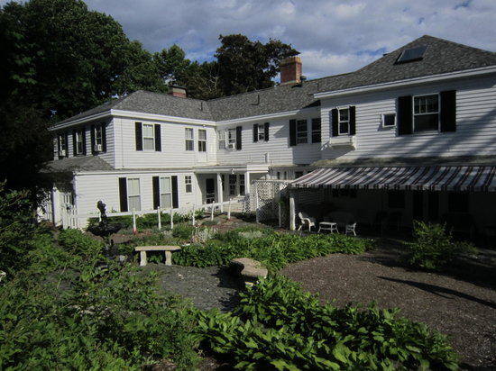 The Brewster Inn: Facing the back of the Brewster