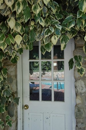 Highland Springs Resort and Conference Center: pool sidedoor