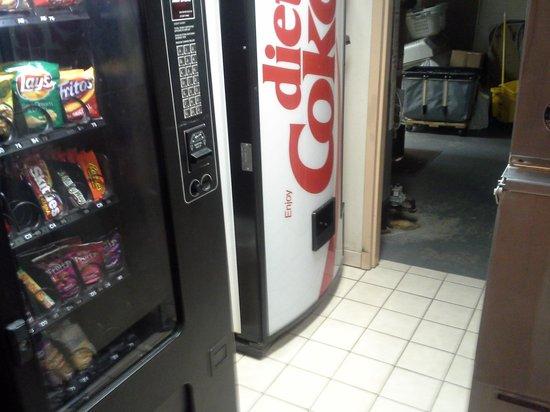 Apple Tree Inn : vending