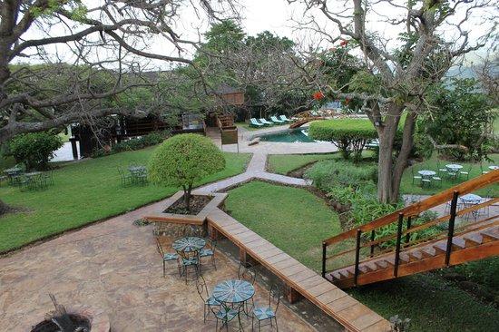Lake Manyara Wildlife Lodge: Walkway with grounds