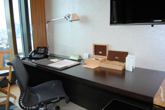 Hotel ICON: Bureau