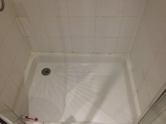 Hotel Corona Rodier: Our shower upon arrival