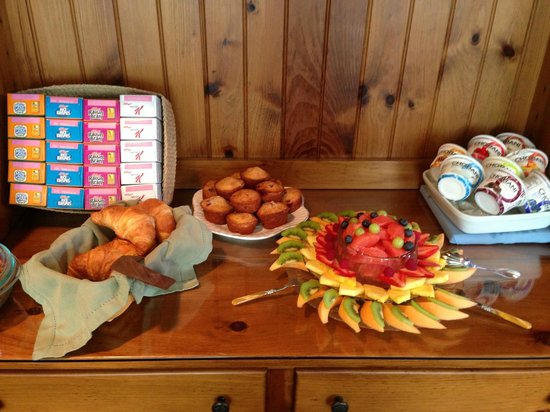 Inn on the Sound: Fresh Fruit and homemade baked goods