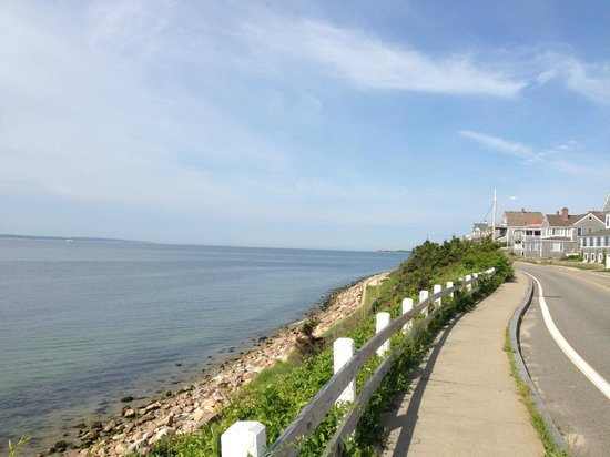 Inn on the Sound: Panoramic Views of Vineyard Sound