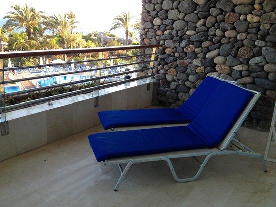 Club Gran Anfi : Ruim balkon.