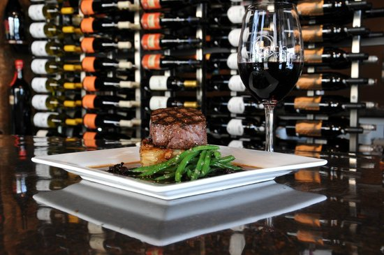 Back Wine Bar & Bistro: Filet Mignon with a great glass of wine