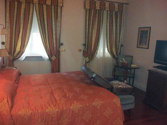 The Duke Hotel: Lovely big bed