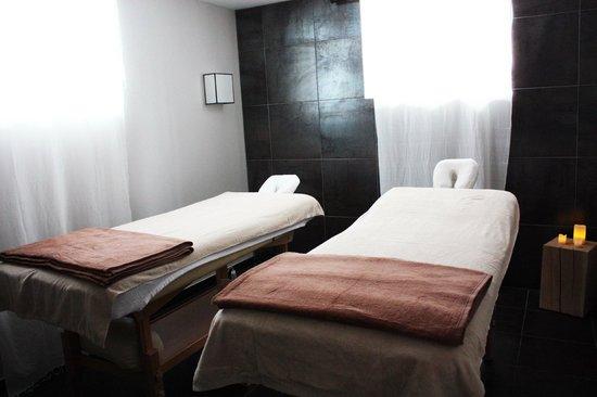 Chateau les Parcs Fontaines : salle de massage