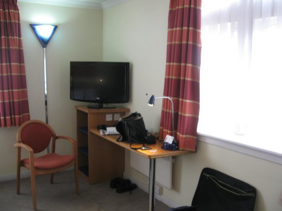 Holiday Inn Express London - Hammersmith: unser grosses Zimmer in der 3. Etage