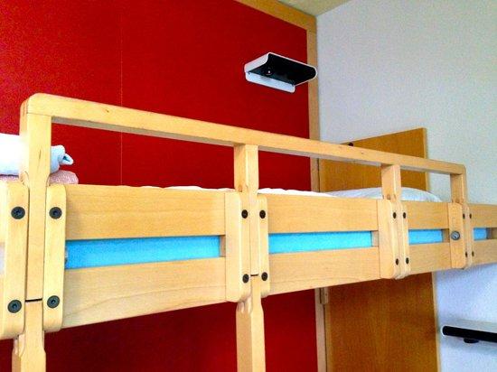 Zurich Youth Hostel: 4-bed dorm, no shower