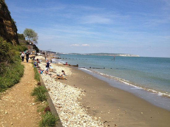 Luccombe Manor Country House Hotel: Shanklin beach at the bottom of the hotel via steps