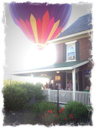 Parker House Inn and Restaurant : Balloons over the Parker House!
