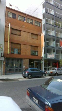 Arribo Buenos Aires Hostel: Как он выглядит с улицы сегодня. Ничуть не изменился