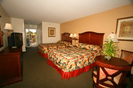 Dunes Inn & Suites: Guest room w/ 2 Queen beds & Balcony overlooking the pool