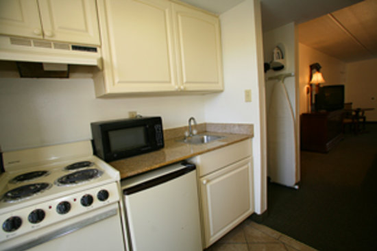 Dunes Inn & Suites: Poolside Kitchenette