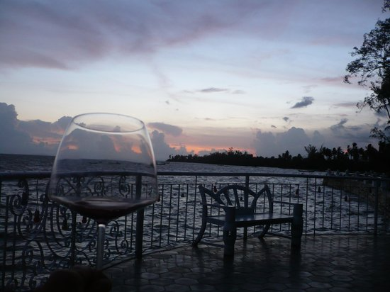 Nataya Roundhouse Coral Bay Resort : autre point de vue pour merveilleux coucher de soleil