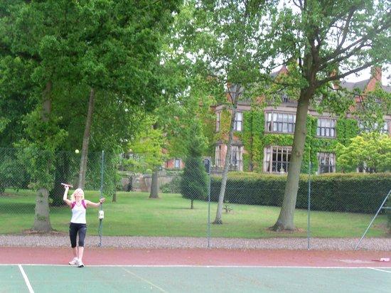 Hoar Cross Hall Spa Hotel: Anyone for tennis?