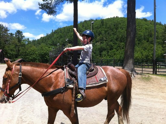 Ridin-Hy Ranch Resort: Happily returning from a trail ride
