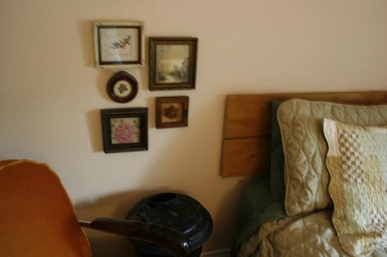 La Chaumiere du Village B&B : A charming mix of new and old in the Green Room