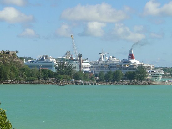Cruise ship piers close to Fort James