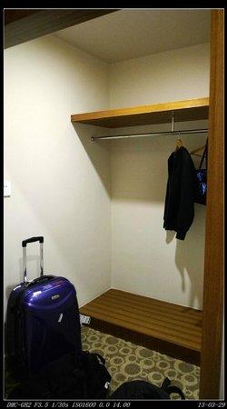 Sunris Prosperous Airport Hotel : 衣帽間