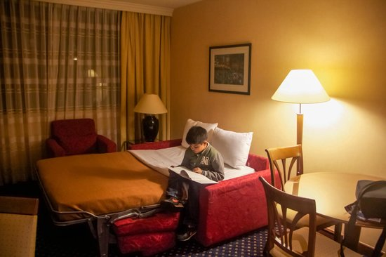 Crowne Plaza Paris - Neuilly: Living Room (with Sofa Bed) - Junior Suite