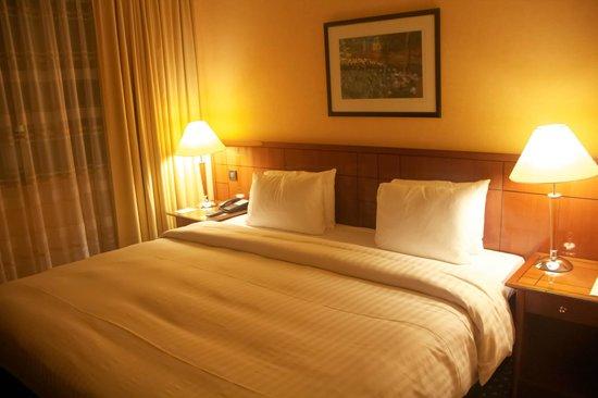 Crowne Plaza Paris - Neuilly: Bedroom - Junior Suite