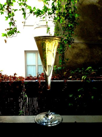 Hotel Duo: First night in Paris, enjoying the balcony and champagne