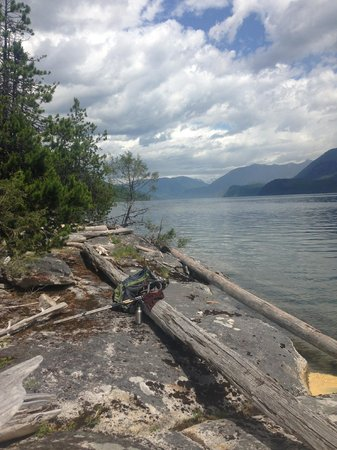 Mountain Trek Fitness Retreat & Health Spa: Beautiful Slocan Lake