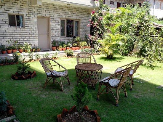 Hotel Lotus Inn: m missing the lawn of lotus inn