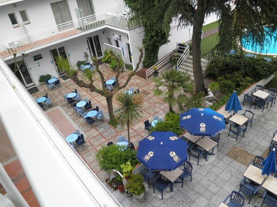 Hotel GHT Balmes & Apartments: Terras, uitzicht vanuit de kamer