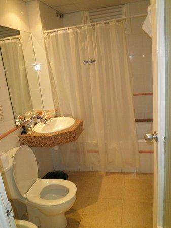 Hotel GHT Balmes & Apartments: badkamer