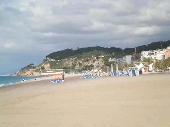 Hotel GHT Balmes & Apartments: Strand Calella
