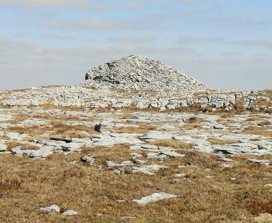 Cappabhaile House: mega cairn on sw top of Turlough