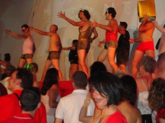 Club Med Kemer: soirée rouge et blanc !!