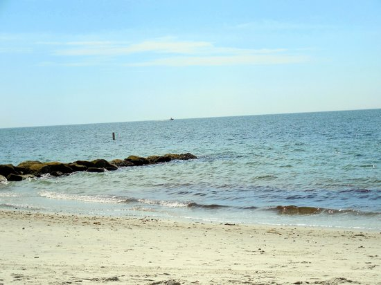 Ocean Mist Beach Hotel & Suites: View of the beach