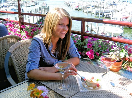 Piper Restaurant : Dining on Piper Deck with view of Eldean Marina