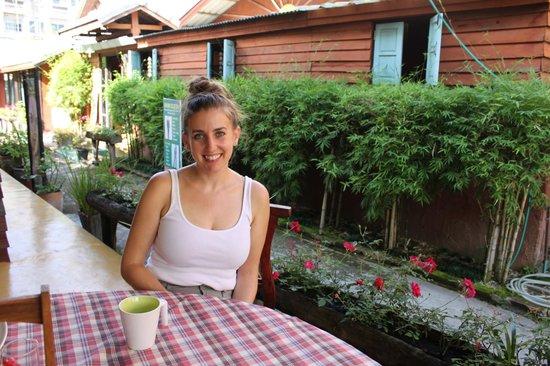 بوري جالاري هاوس: breakfast poolside