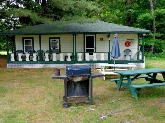 Perry's Motel & Cottages: Cottage #15 (3 BR)