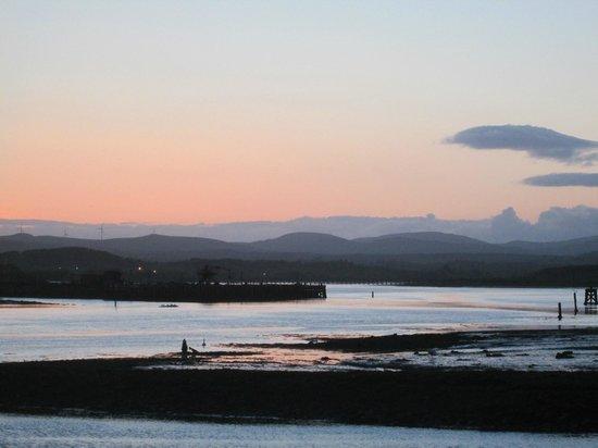 Marina Inn: Long view from harbouside at sunset