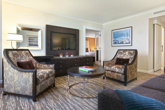 Fairmont Waterfront: West Coast Suite Parlour